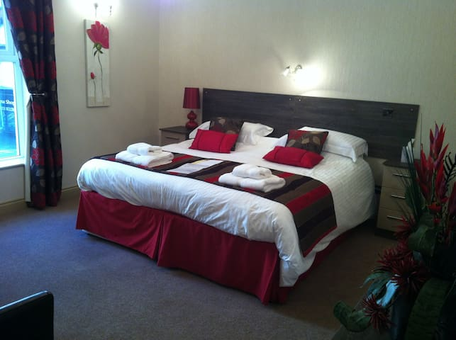 Metro Hotel - Southport - Bed & Breakfast