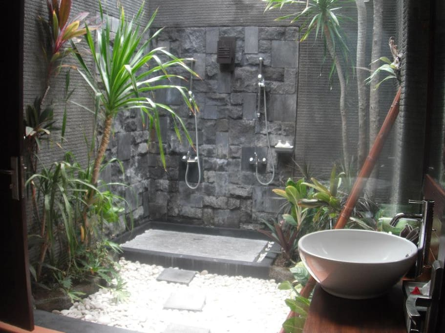 Beautiful garden bathrooms with double showers. Shower under the stars tonight.