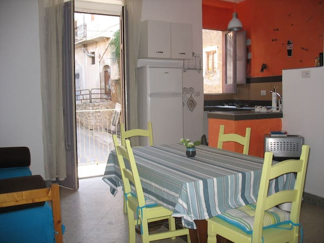 APPARTEMENT SICILE AUTHENTIQUE - Cianciana - Huoneisto