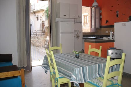 APPARTEMENT SICILE AUTHENTIQUE - Cianciana - Lägenhet
