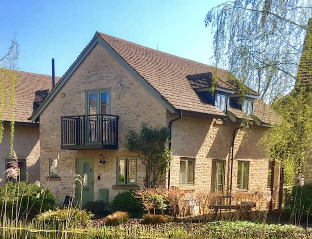 Juniper House, Cotswolds. With private on-site spa