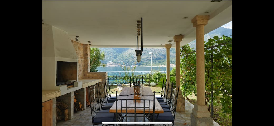 Villa Marina with outdoor hot tub and sea view
