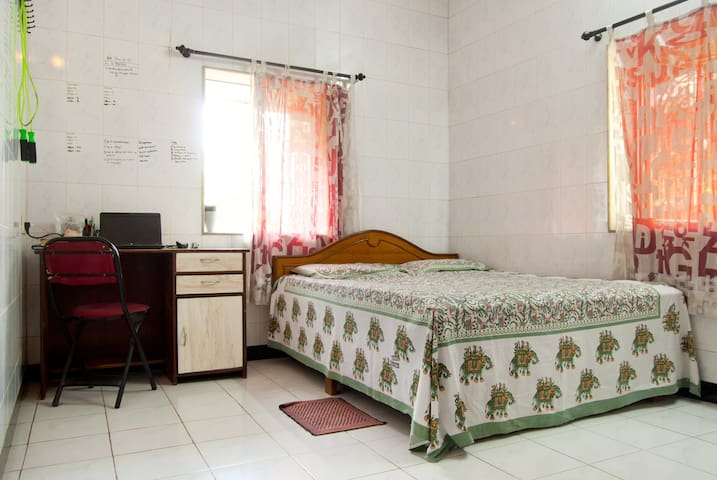 Your quiet two bed  house in Mumbai