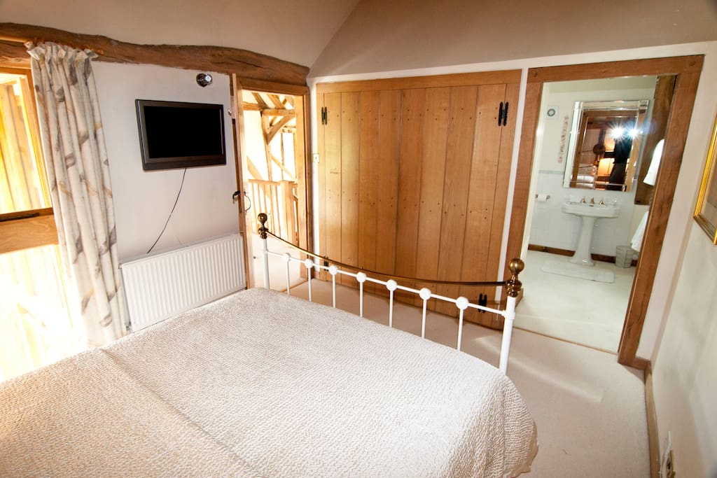 Guest bedroom with double wardrobe