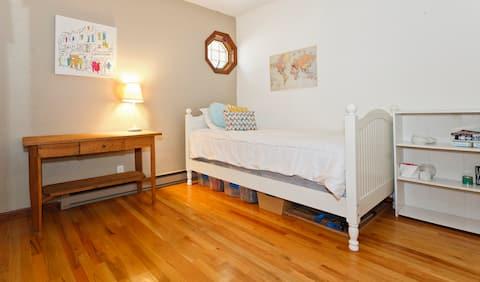 Cozy room w/ comfy twin bed in safe neighborhood