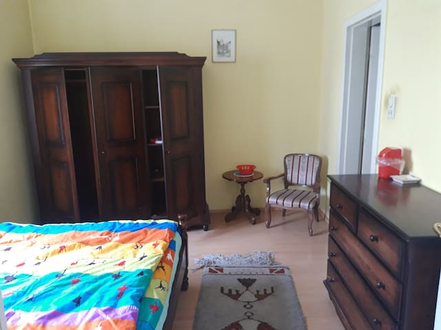 Private room with bathroom, center of city