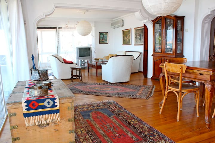 Spacious 140m2 flat with sea view
