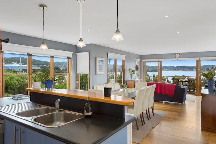 Bellerive Bluff with spectacular beach views - Bellerive - House