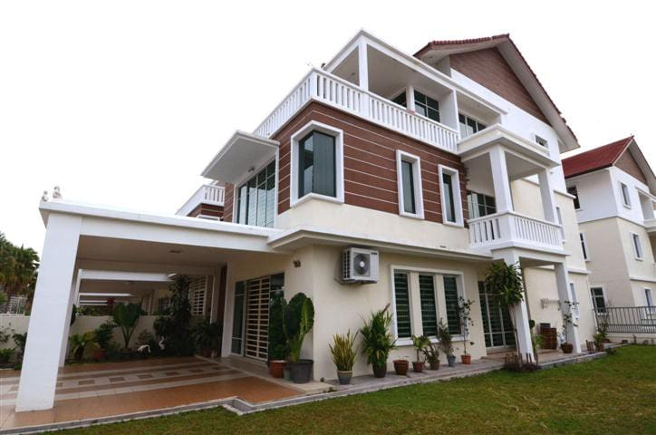 (FH01) 3-Storey 4,200 sq ft Landed House @ Penang