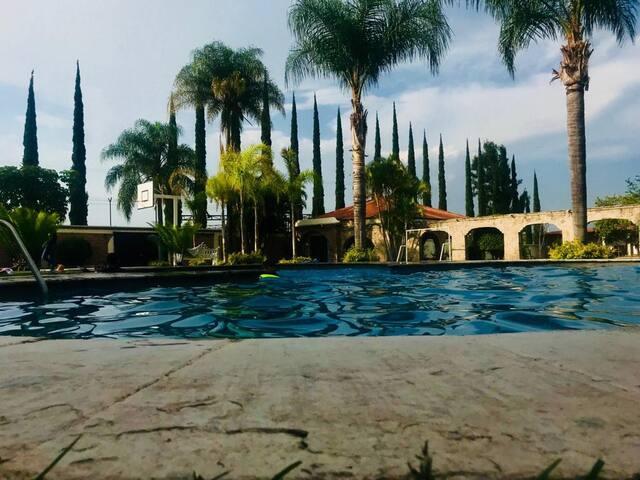 Quinta con Alberca a las afueras de Guadalajara