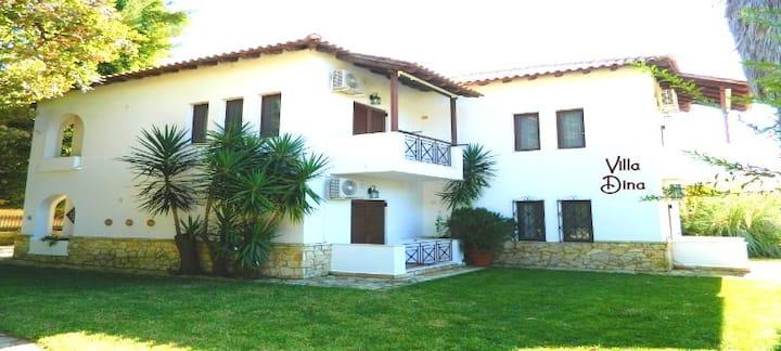Villa Dina - Traditional Central Apartment #2