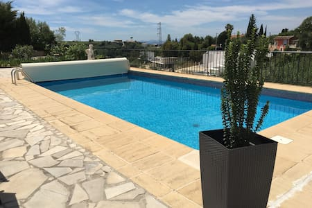 Appart jardin clim wifi piscine parking dans villa