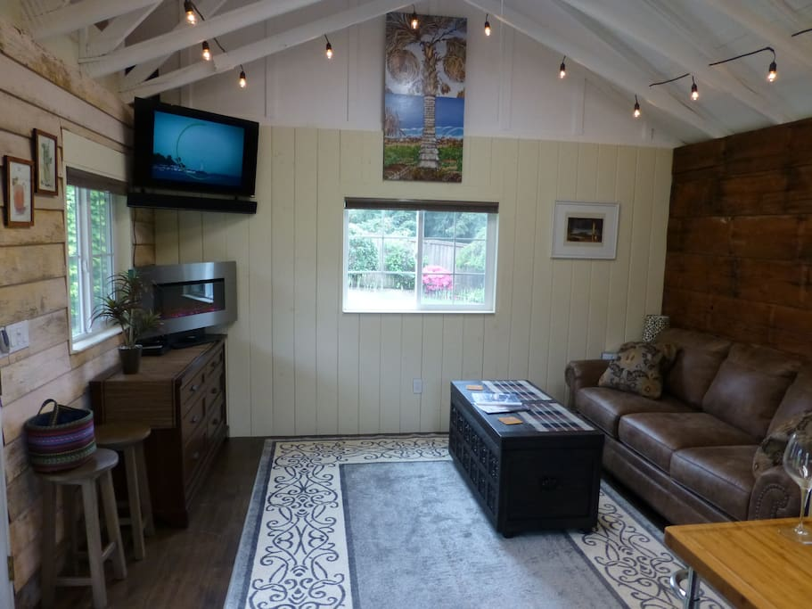 Escape reality with plenty of comfort in our amazing studio bungalow.  Cable TV, DVD player, electric fireplace and (2) Bluetooth sound systems are provided.