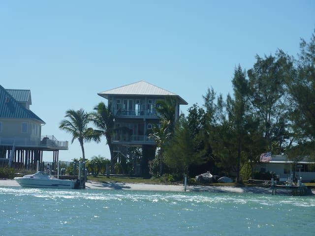 Island Modern Gulf to Bay Beach House - Placida - Hus