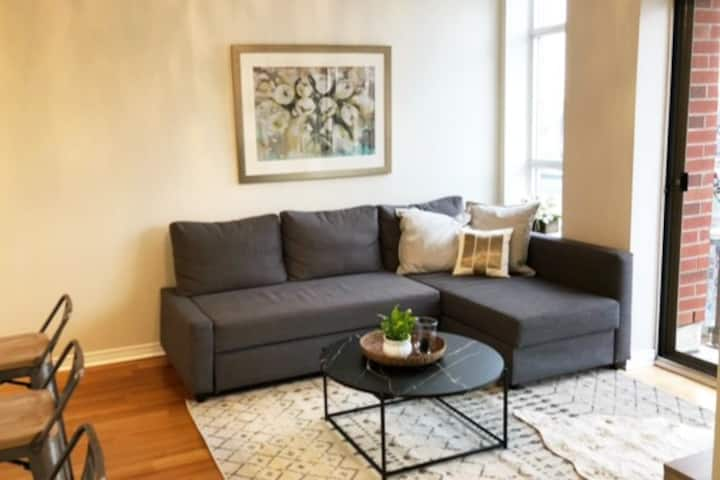 Comfy Stay in High Park North W/ Parking