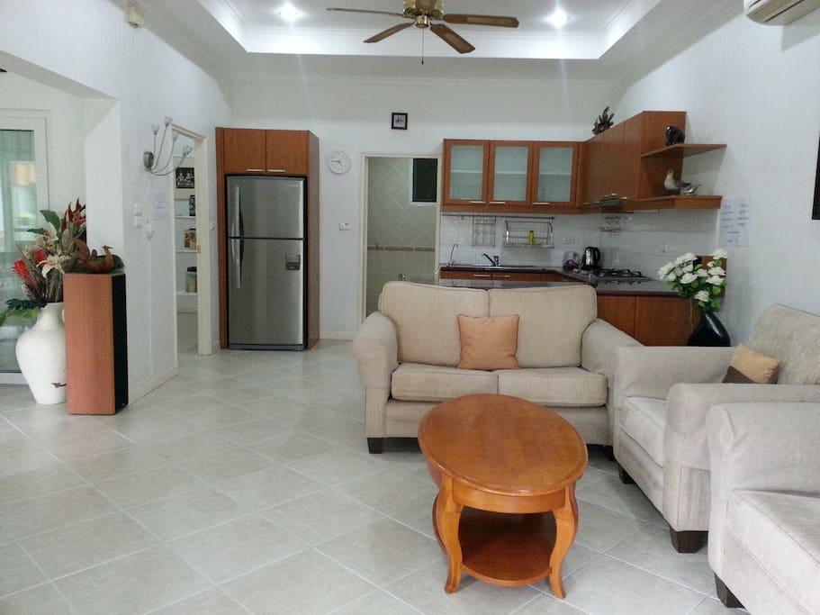 Холл с кухней