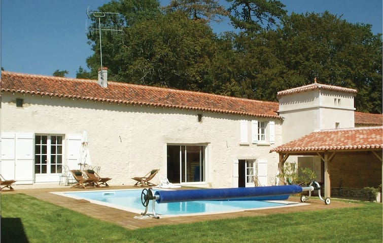 Semi-Detached with 4 bedrooms on 229 m²