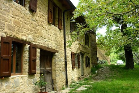 Italian Farmhouse in Nature - Vetto - Bed & Breakfast