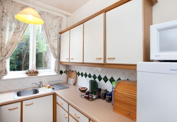 One bedroom apartment and bedsit - Woodthorpe - Daire