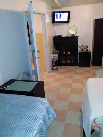 Near Airports in NYC-Cheap, clean and close to All
