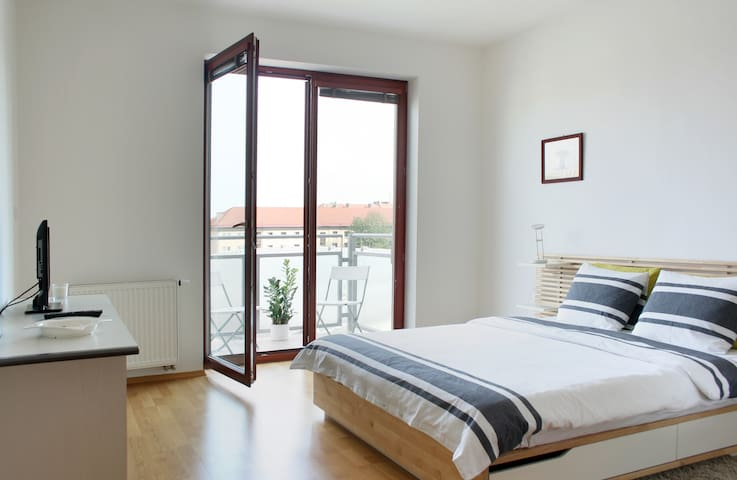 Grand Appart à 15 min du Centre - Prague - Appartement