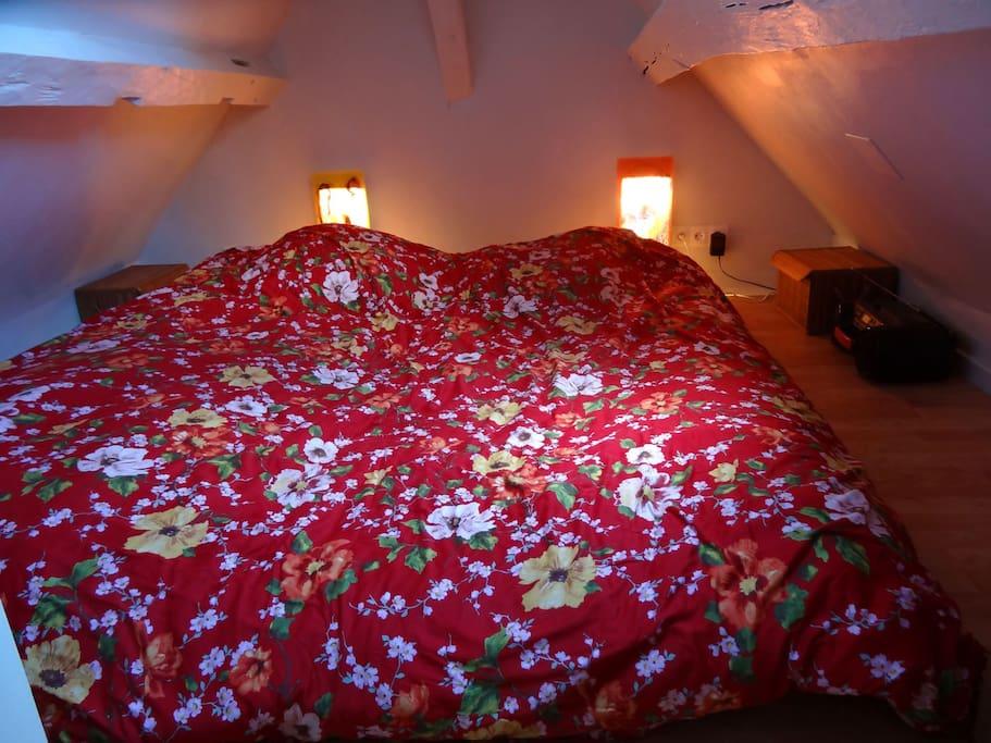 Grand lit de 180/200 style japonais.