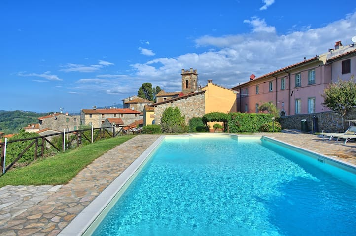 Il Gualdo - Torre, sleeps 4 guests in Gualdo - Gualdo