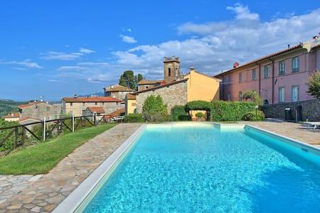 Il Gualdo - Torre, sleeps 4 guests in Gualdo - Gualdo - Pis