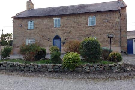 400yr old farmhouse B&B - Nercwys - Bed & Breakfast
