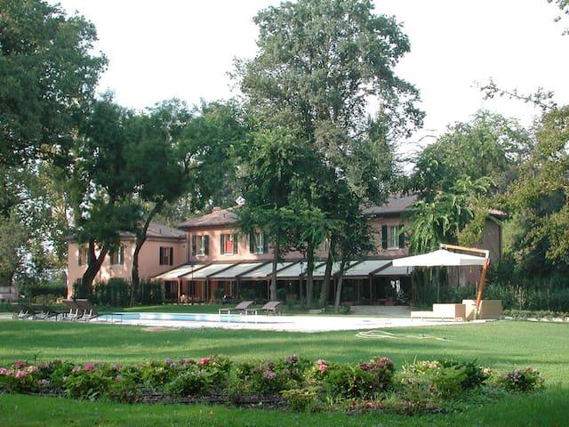 Villa storica con parco secolare - Ferrara - Vila