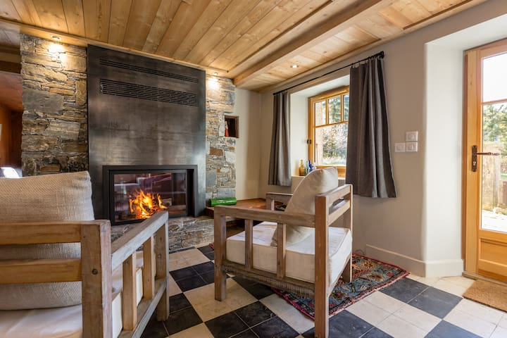 Warm country house in a hamlet, 10' from downtown - Chamonix-Mont-Blanc - House
