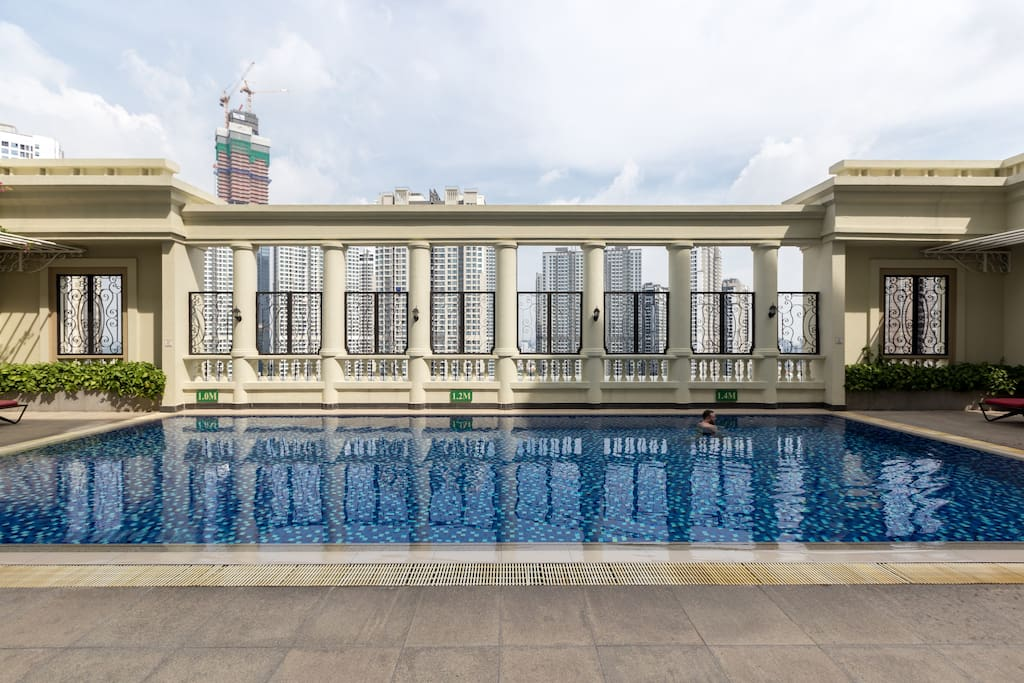 Free rooftop pool that has only private pool with less people can bring you peaceful time.