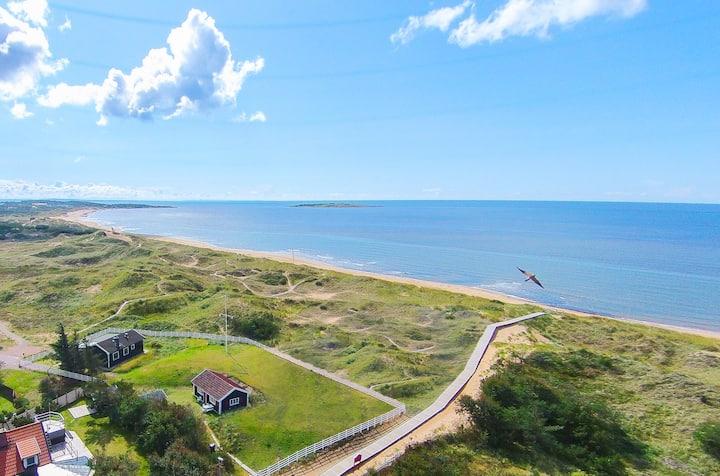 Ocean front cottage in Tylösand (Halmstad)