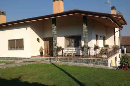 BED & BREAKFAST DORA - COLLOREDO MA - Colloredo di Monte Albano-Lauzzana - Bed & Breakfast