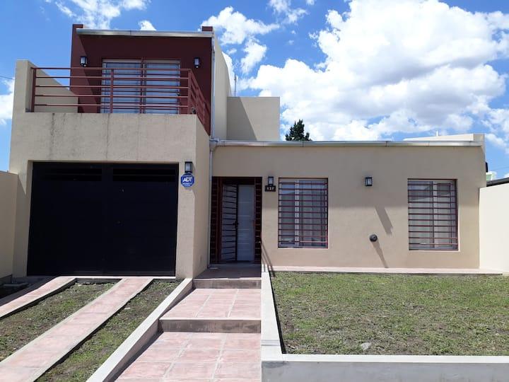 Casa 3 dormitorios p/ 6 personas zona la rural