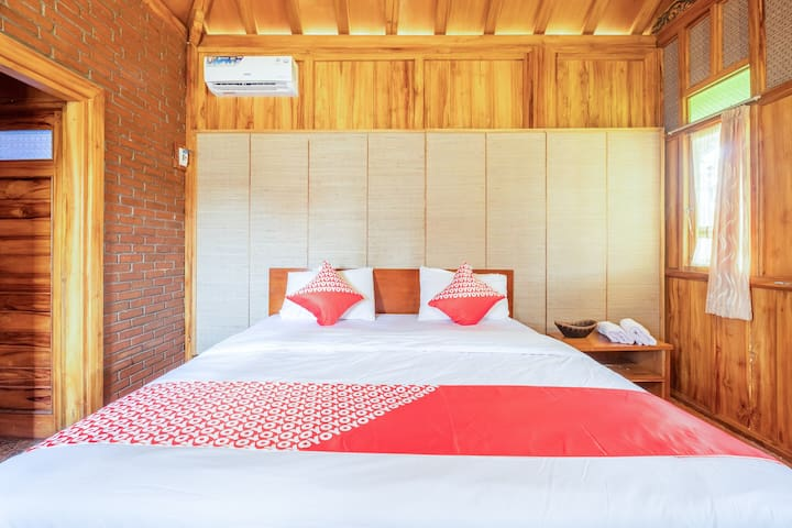 Deluxe Double in OYO 1347 Joglo Garut Cottage