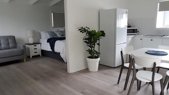 Butlers At Byron - Studio. Private, close to beach