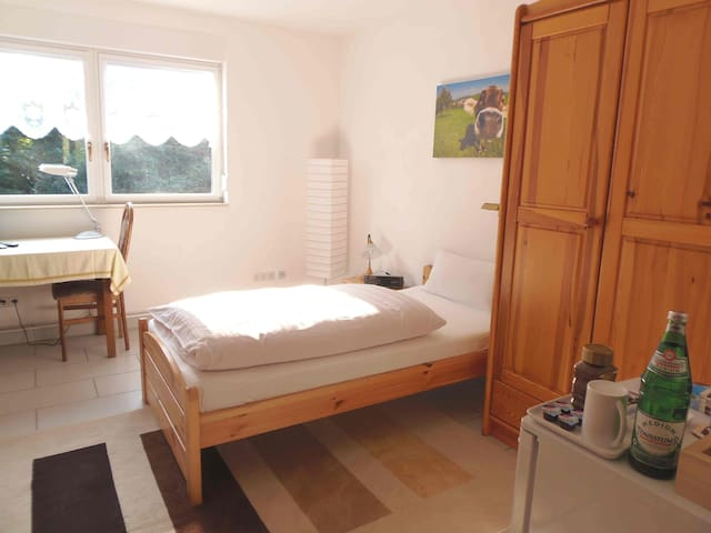 Private guest room in Dinslaken Hünxe Bottrop - Dinslaken - บ้าน