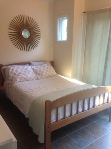Detached bungalow w/ private bath - East Hampton - Bungalov