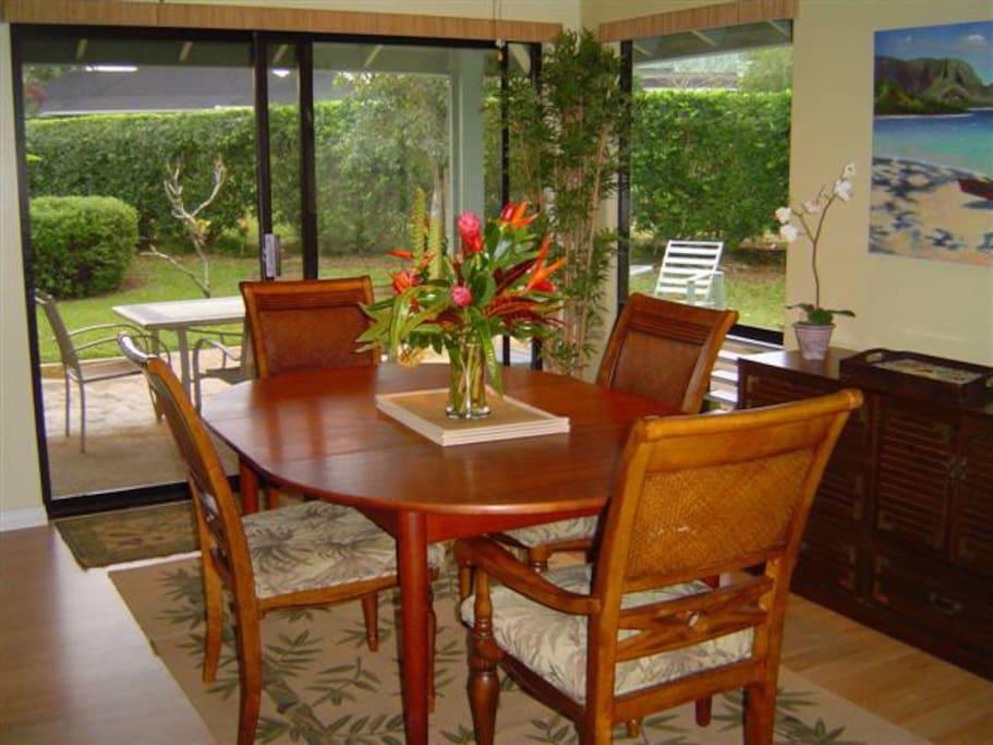 Tropical Hawaiian dining