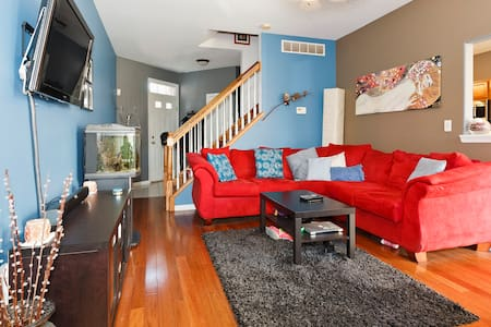 Cozy basement with private Bathroom - Bolingbrook - Σπίτι