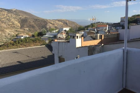 3 Rooms with breakfast available in spacious house - Colomera - Penzion (B&B)