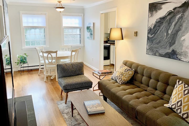 Chic 2-Bedroom Apt. - Walk to Downtown Mystic