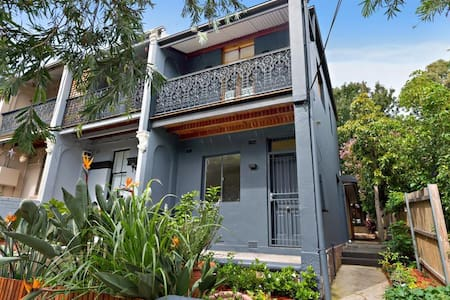 Renovated Victorian Terrace - Enmore - 独立屋