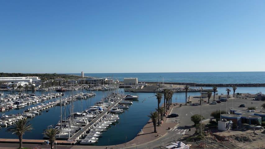 Appartement T2 vue imprenable  port et mer