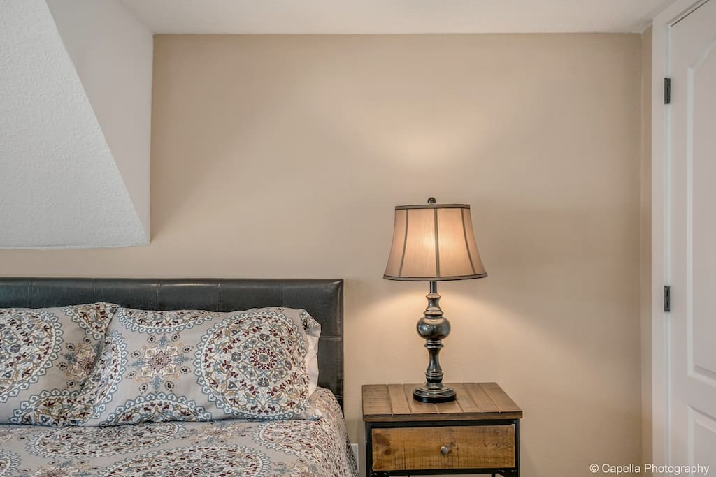 """Great room, great hostess, great neighborhood, great stay!"""