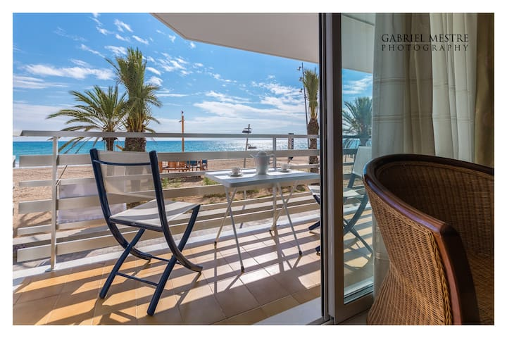 WIDE&CENTRIC IN FRONT OF THE BEACH - Calafell - Apartment