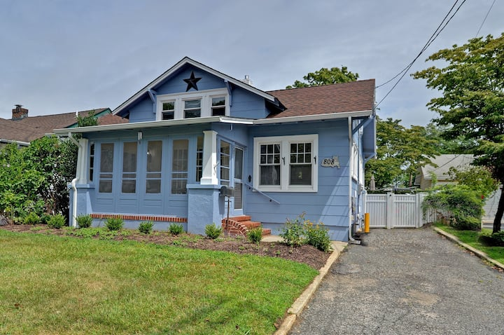Extra Clean Charming Cottage Close to Beaches