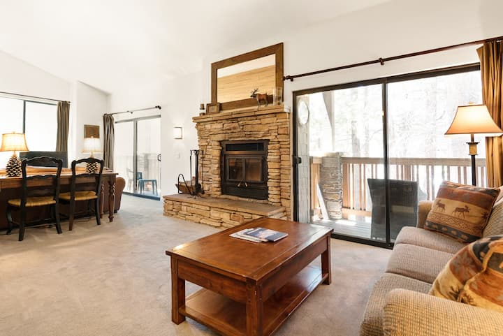 Unique 2 bedroom condo with loft, within walking distance to Eagle Lodge
