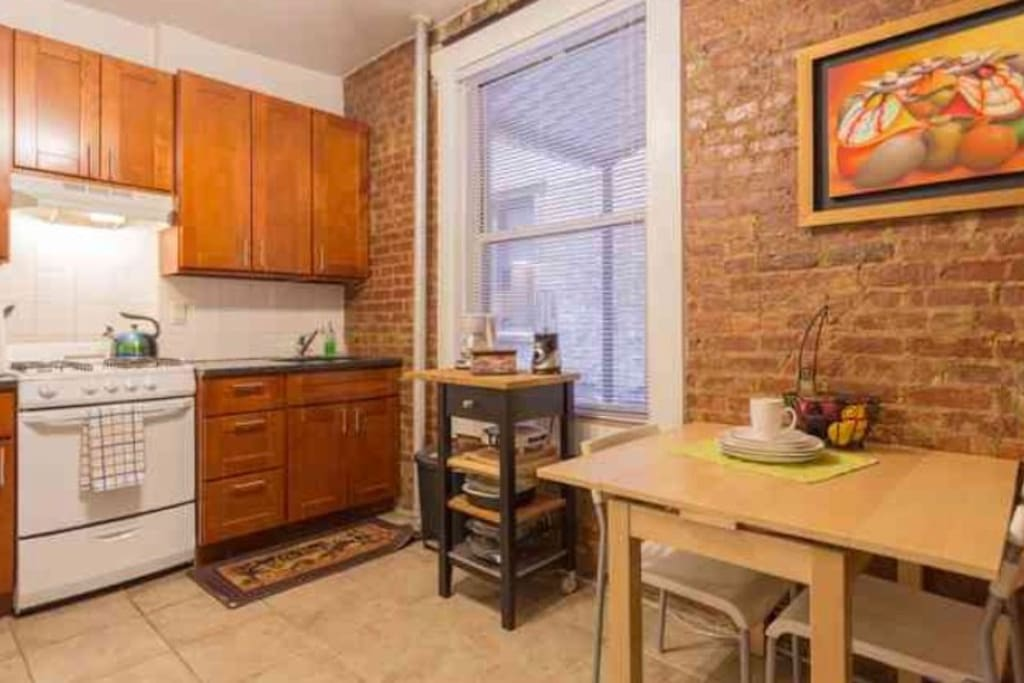 1 bed in chic apt in astoria nyc apartments for rent in for Aki kitchen cabinets astoria ny